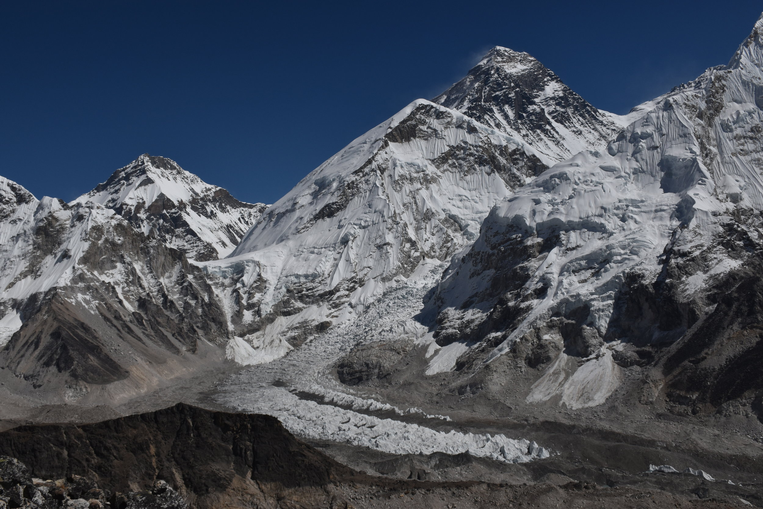 View from Kala Pattar (5545m) of Everest, the Khumba icefield, and EBC.