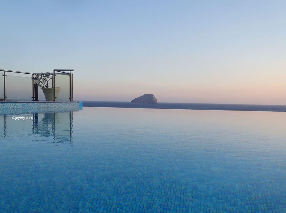 Porto Delfino Infinity Pool.jpg