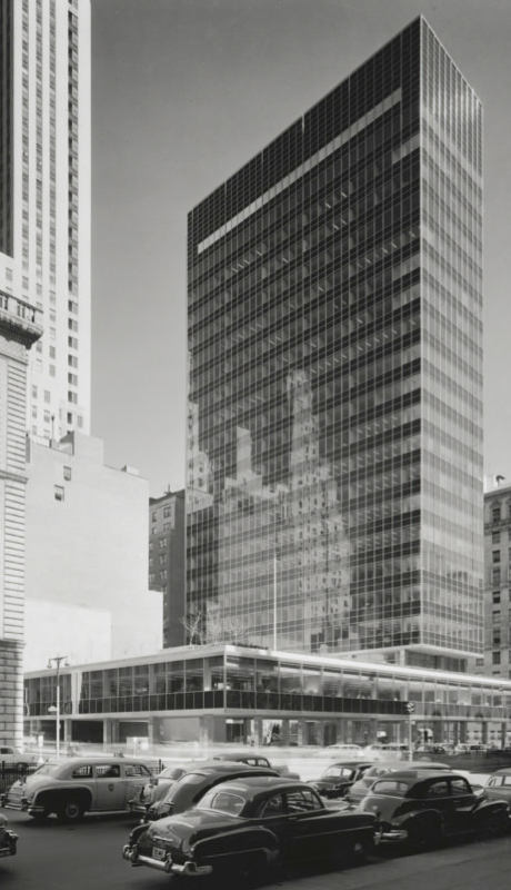INTERNATIONAL STYLE:  Gordon Bunshaft, Skidmore, Owings & Merrill, Lever House, Manhattan, New York, 1952. Photo by Ezra Stoller. © Esto.