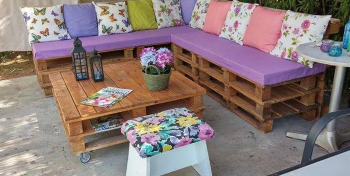 Intimate seating is easy for your Dutchess County Landscaping -image courtesy of 101palletideas.com