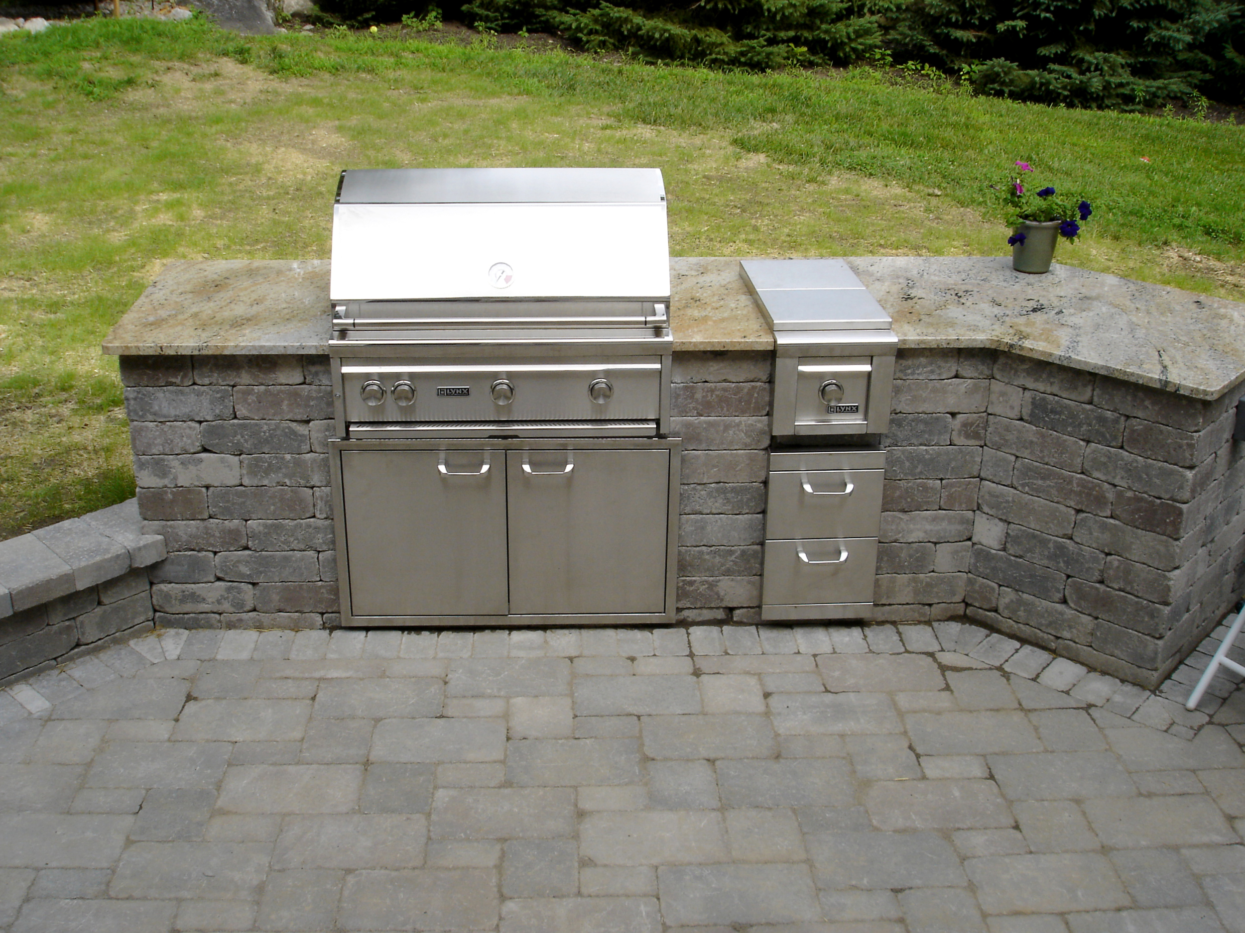 Outdoor Kitchen Design Must-Haves for Poughkeepsie, NY. Dutchess County, NY Outdoor Kitchens