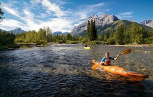 Kayaking_on_the_Kananaskis_River.jpg