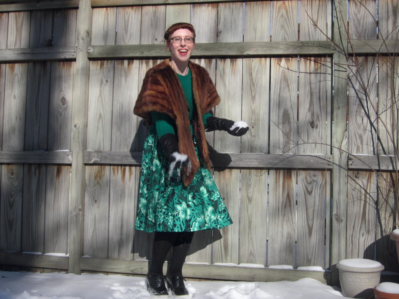 Dress: Zara / Sweater: Forever21 / fur: Vintage / Shoes: Asos
