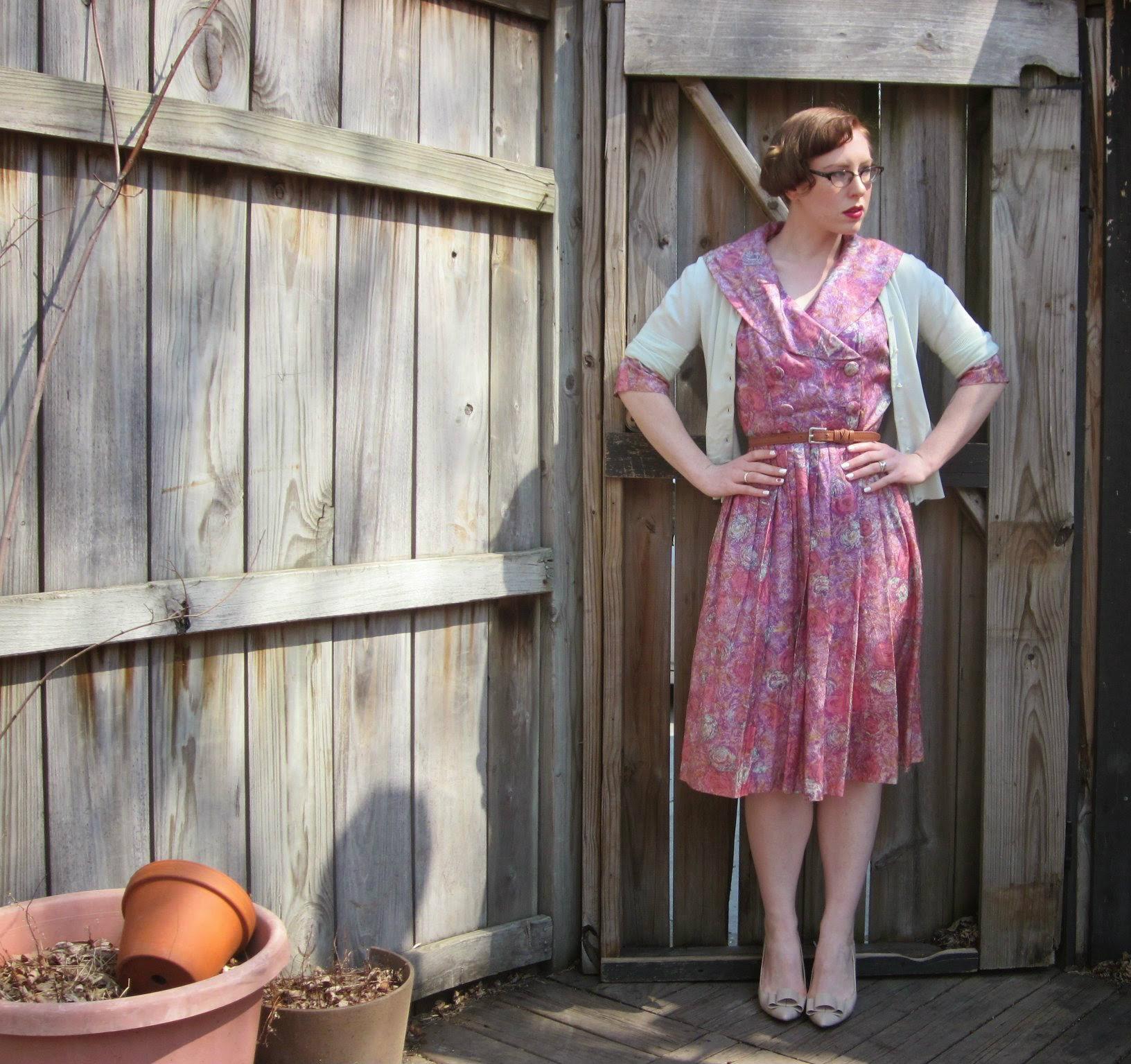 Dress: The Vintage Mistress via Etsy; Cardigan: JCrew; Shoes: Modcloth