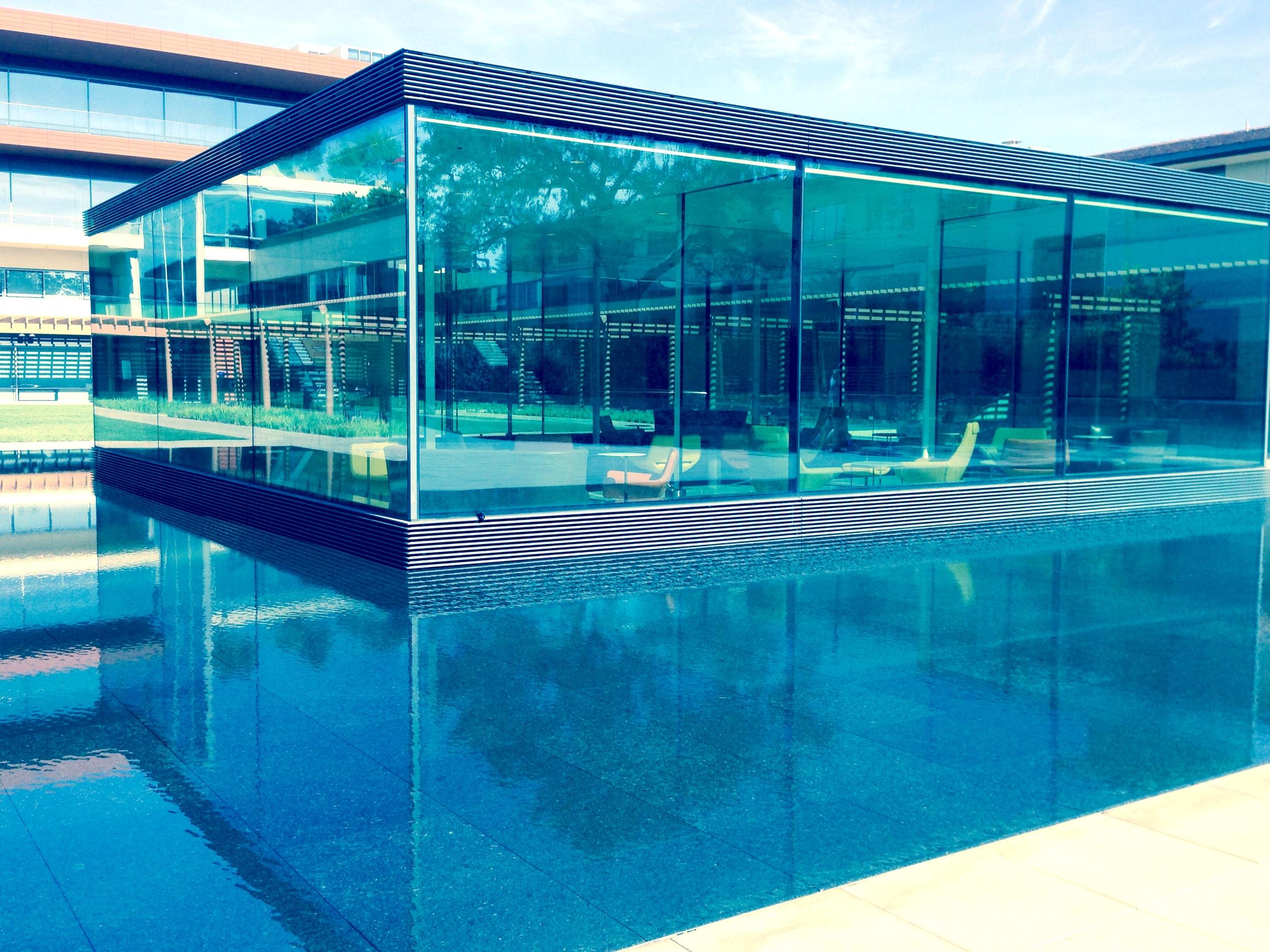 """claremont mckenna: kravis center """"glass livingroom"""""""