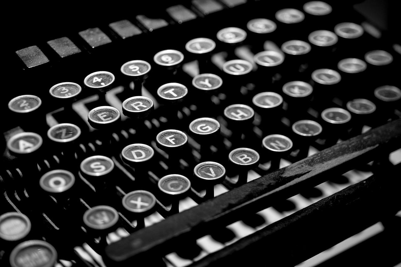 typewriter-2653187_1280.jpg