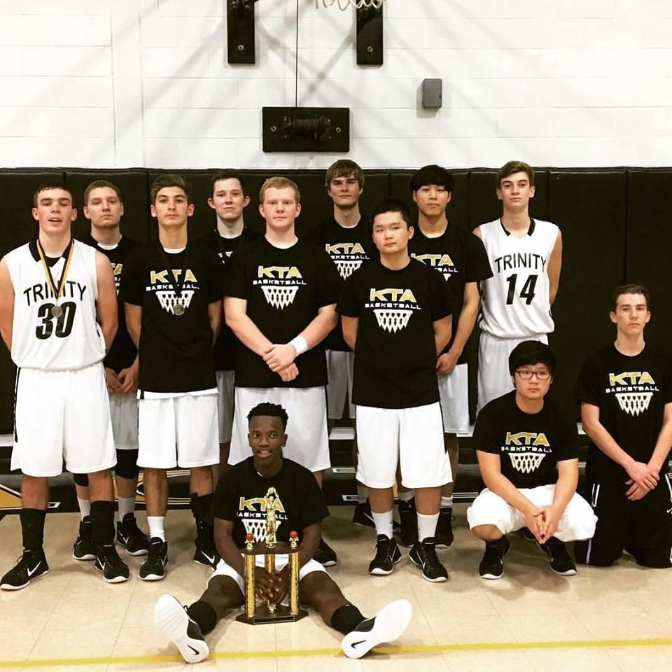 Varsity boys basketball 2015-2016.jpg