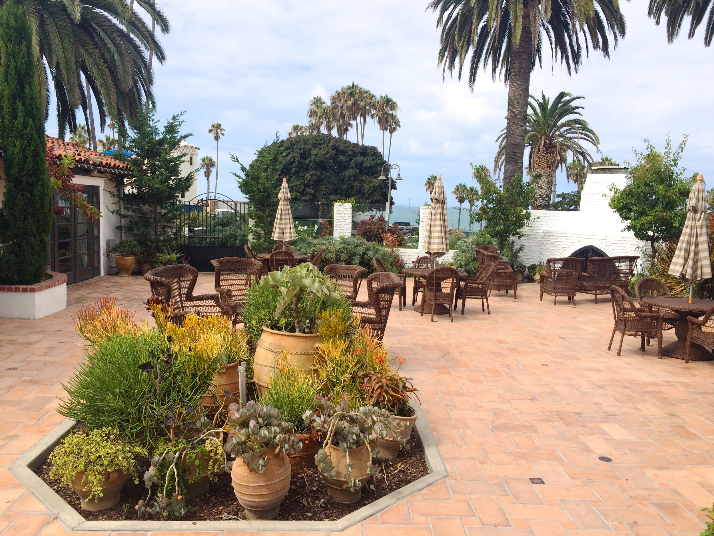 casino-san-clemente-cocktail-area.jpg