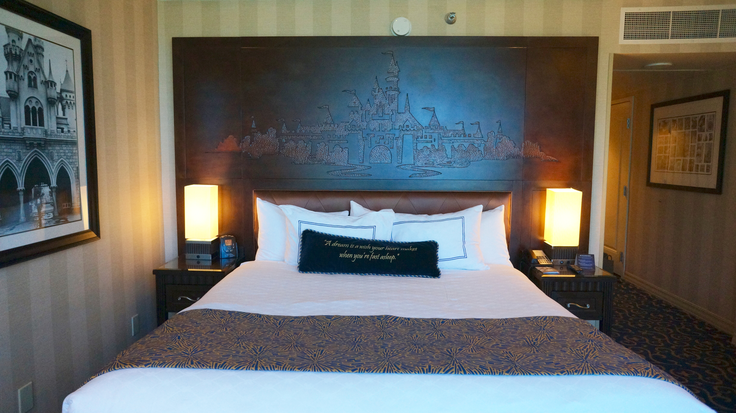 disneyland-hotel-room-bed.jpg