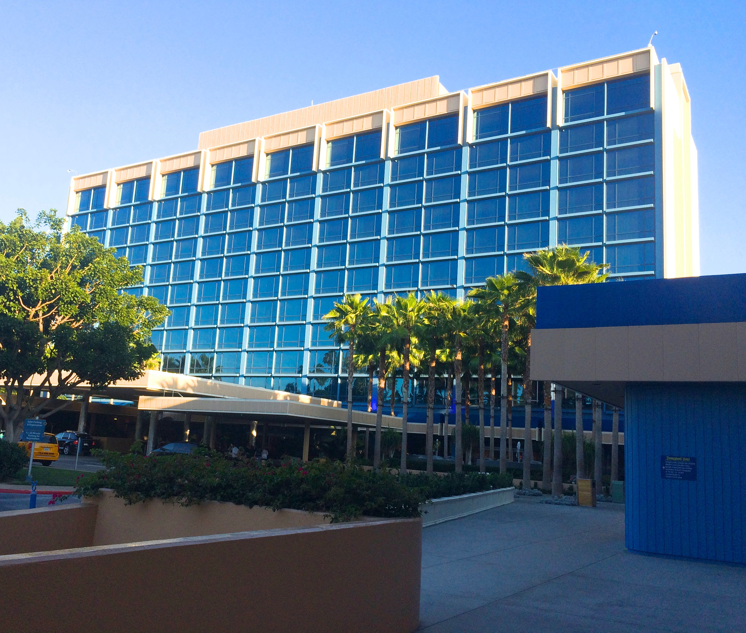 disneyland-hotel-fantasyland-tower.jpg