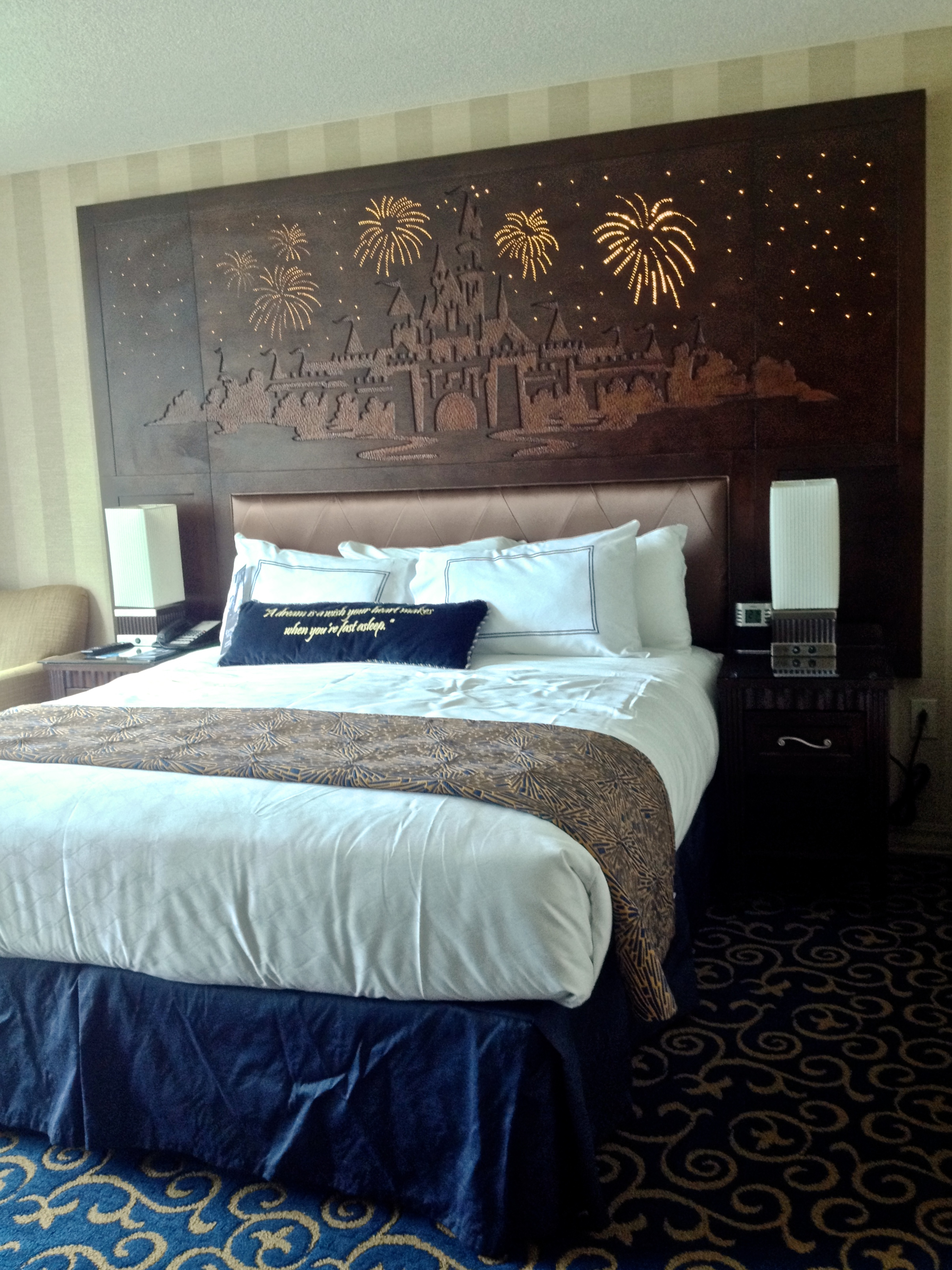 disneyland-hotel-light-up-headboard.jpg
