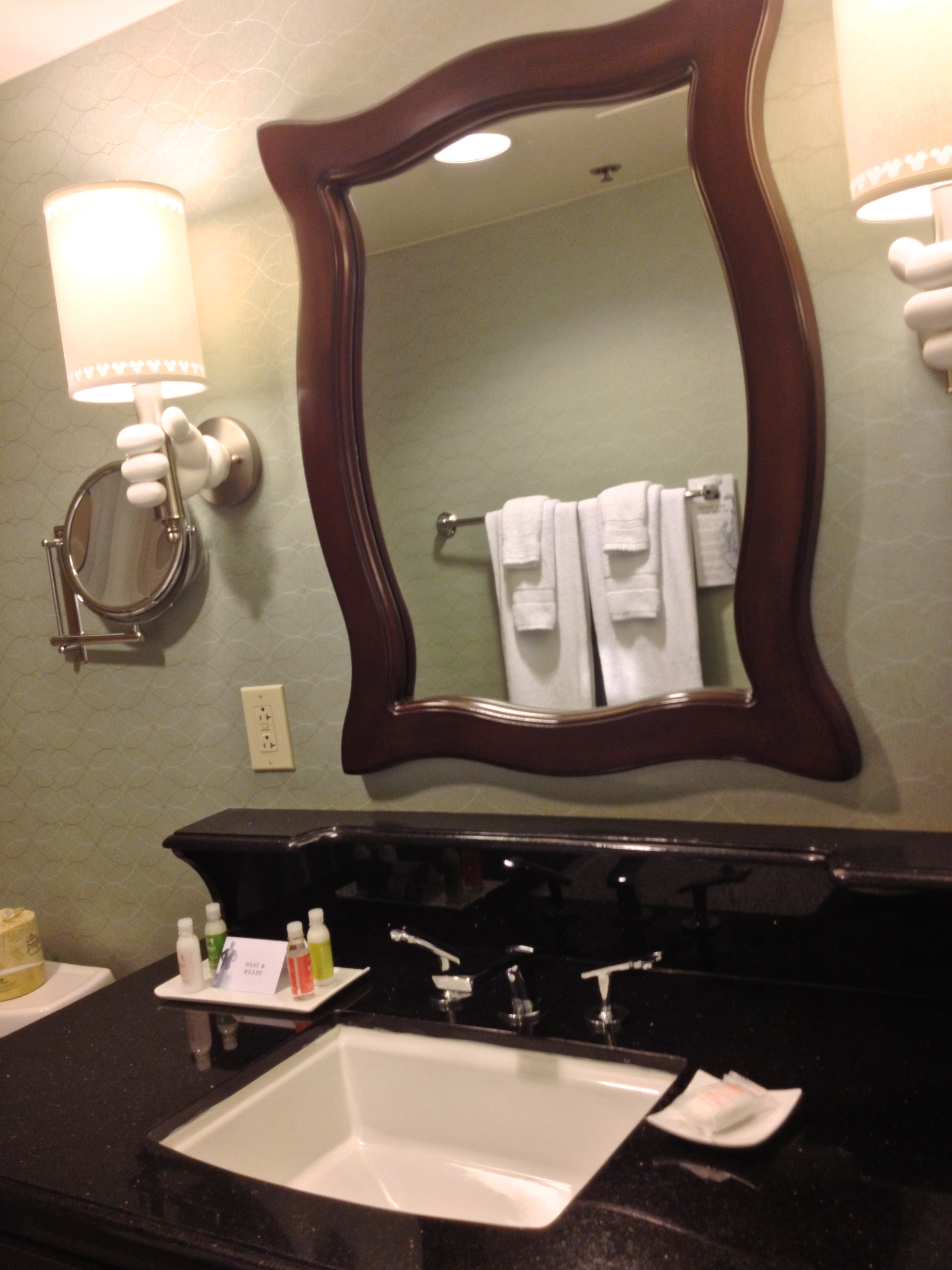 disneyland-hotel-bathroom-sink.jpg
