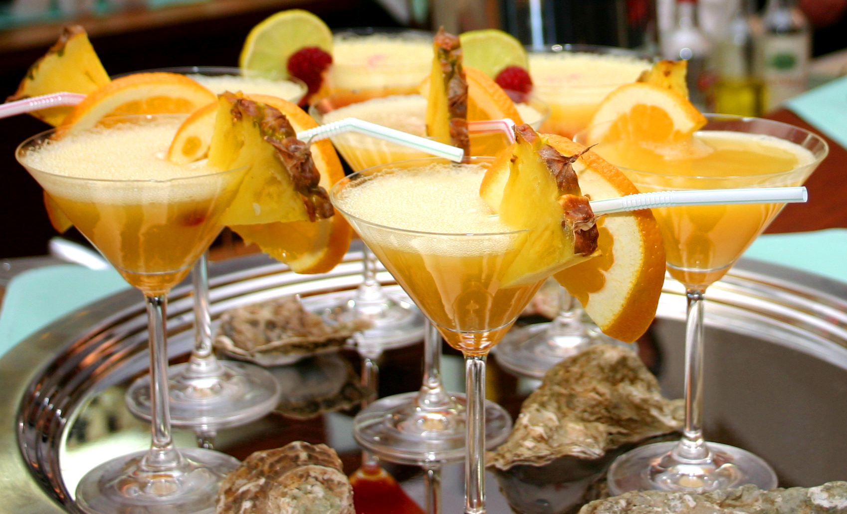 wedding-cocktails-diy-bar.jpg