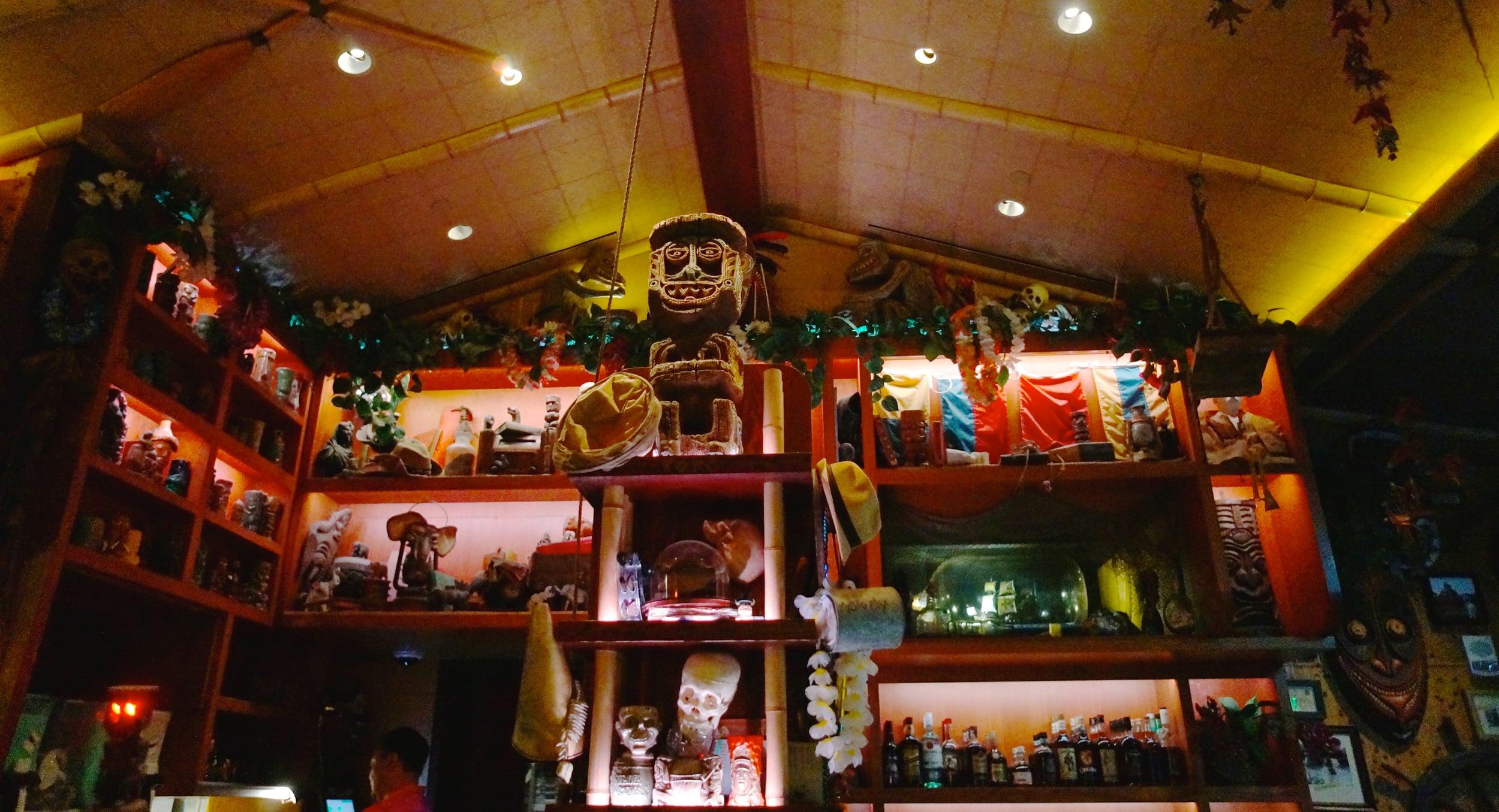 trader-sams-enchanted-tiki-bar-disneyland.jpg