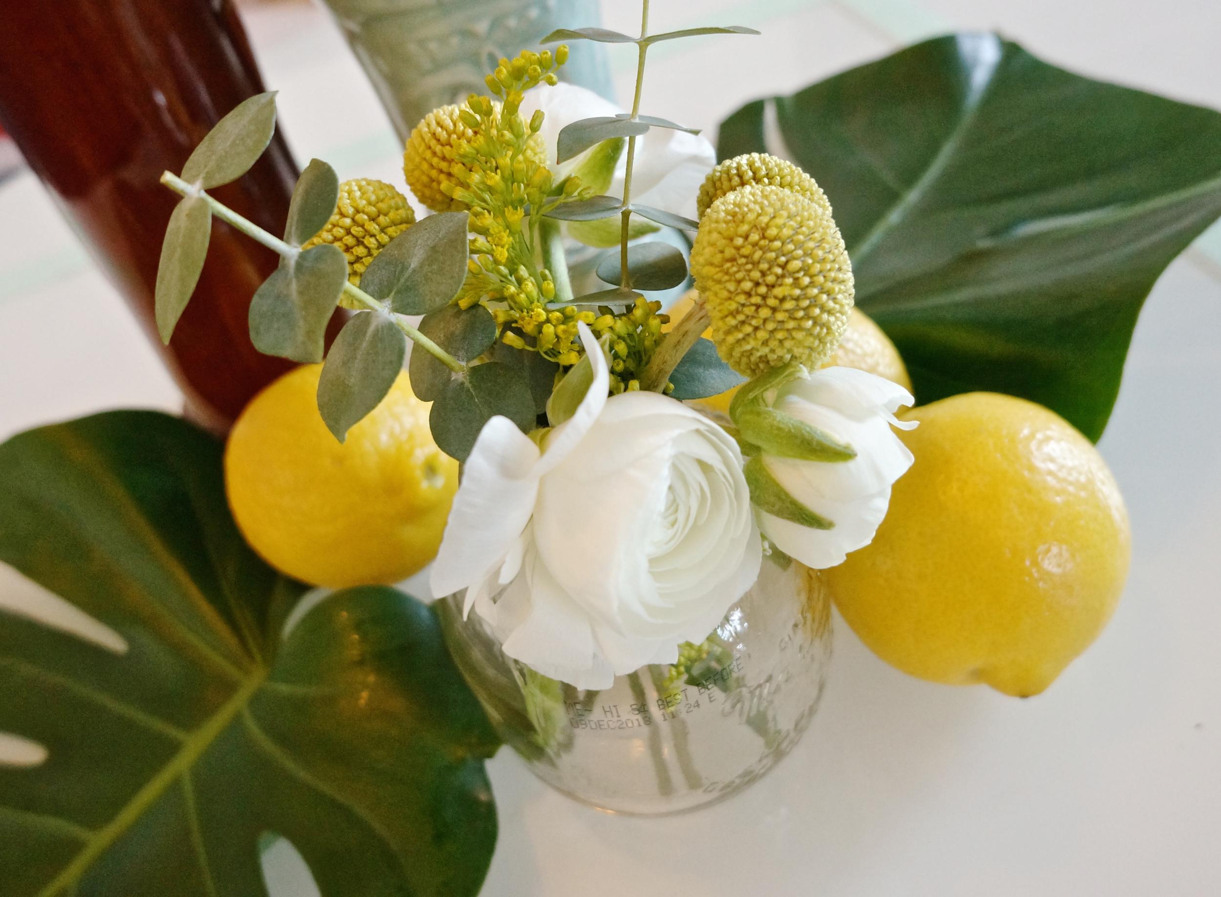 small-vase-diy-flowers.jpg