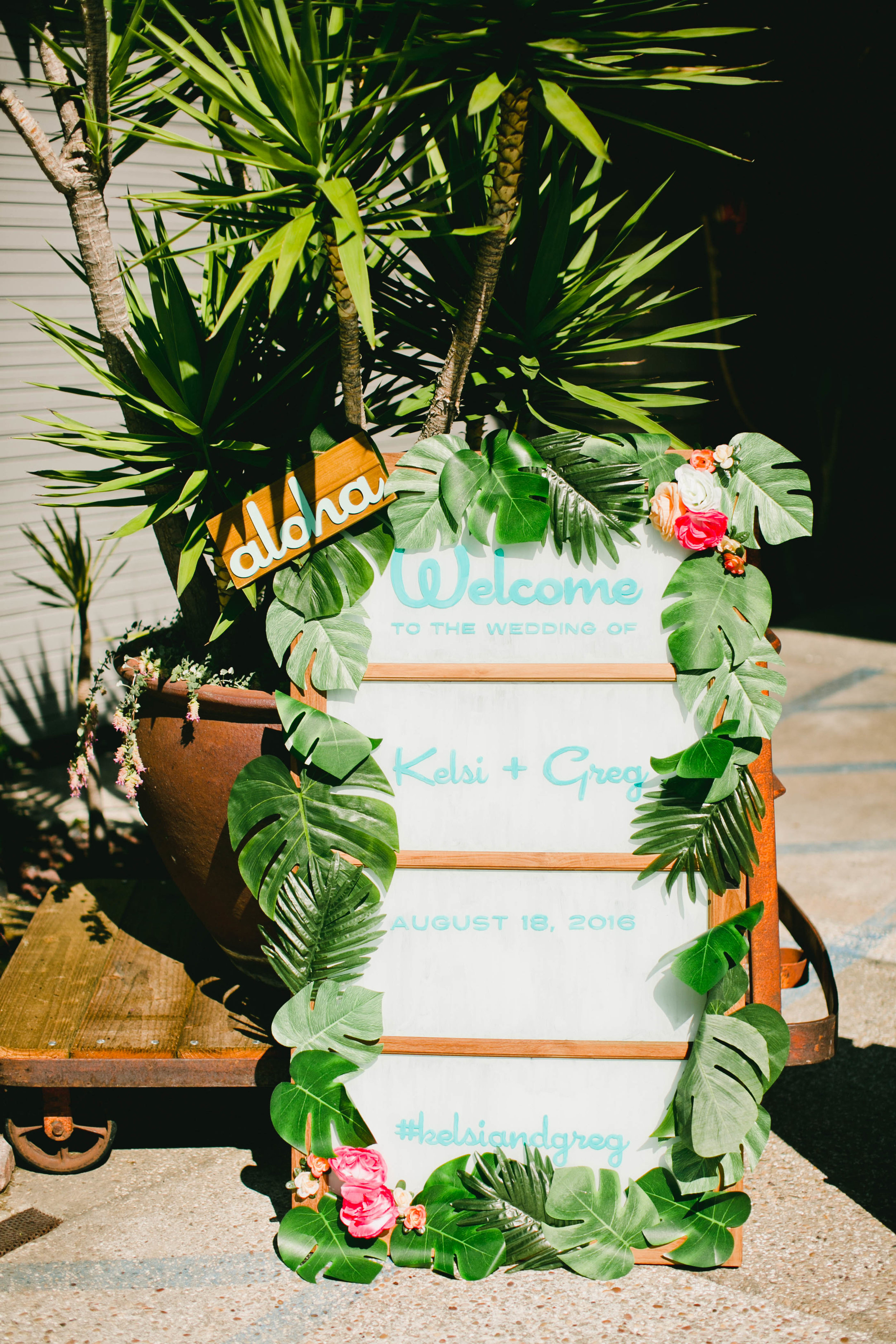 modern-tiki-wedding-sign.jpg