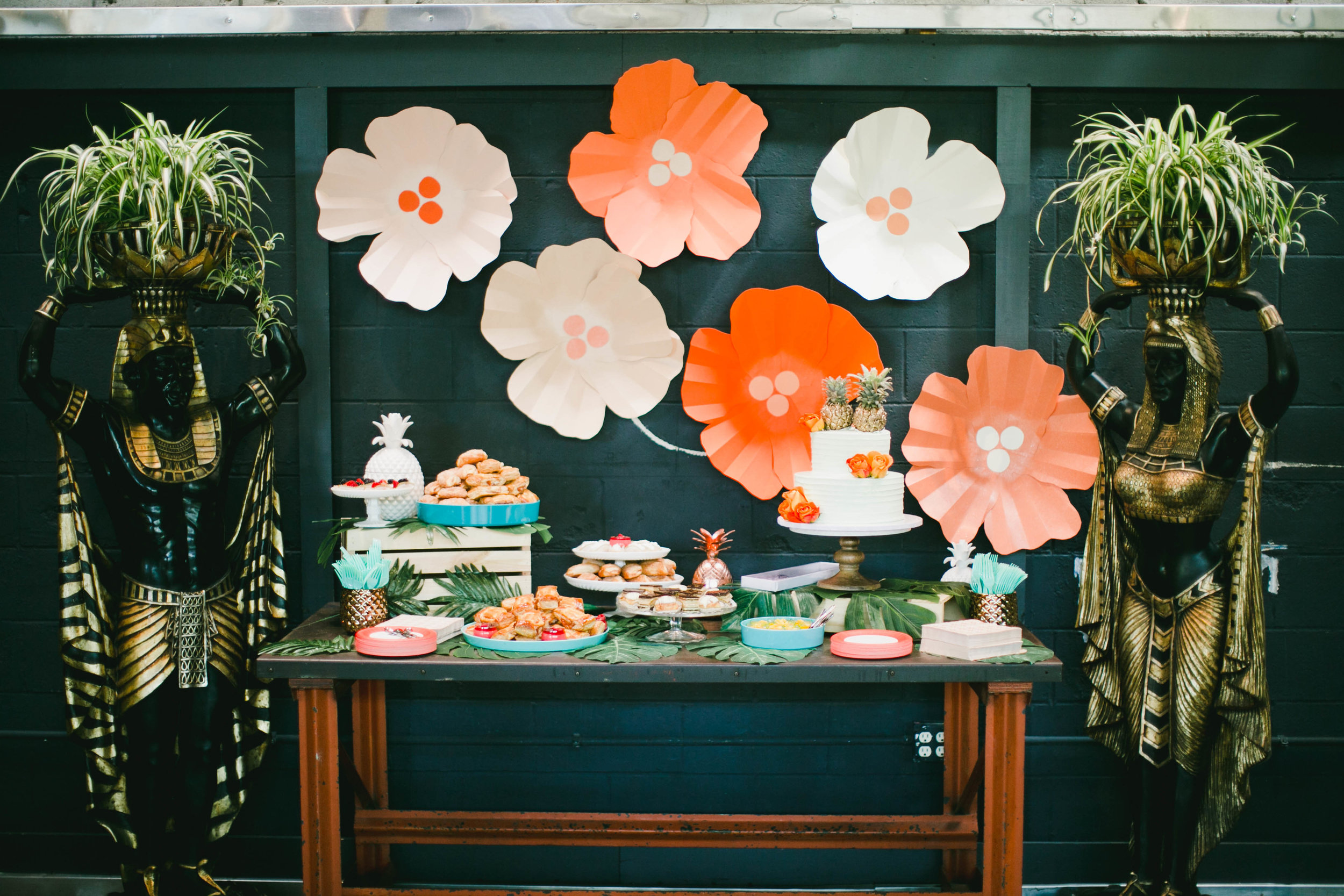 modern-tiki-wedding-cake-table.jpg