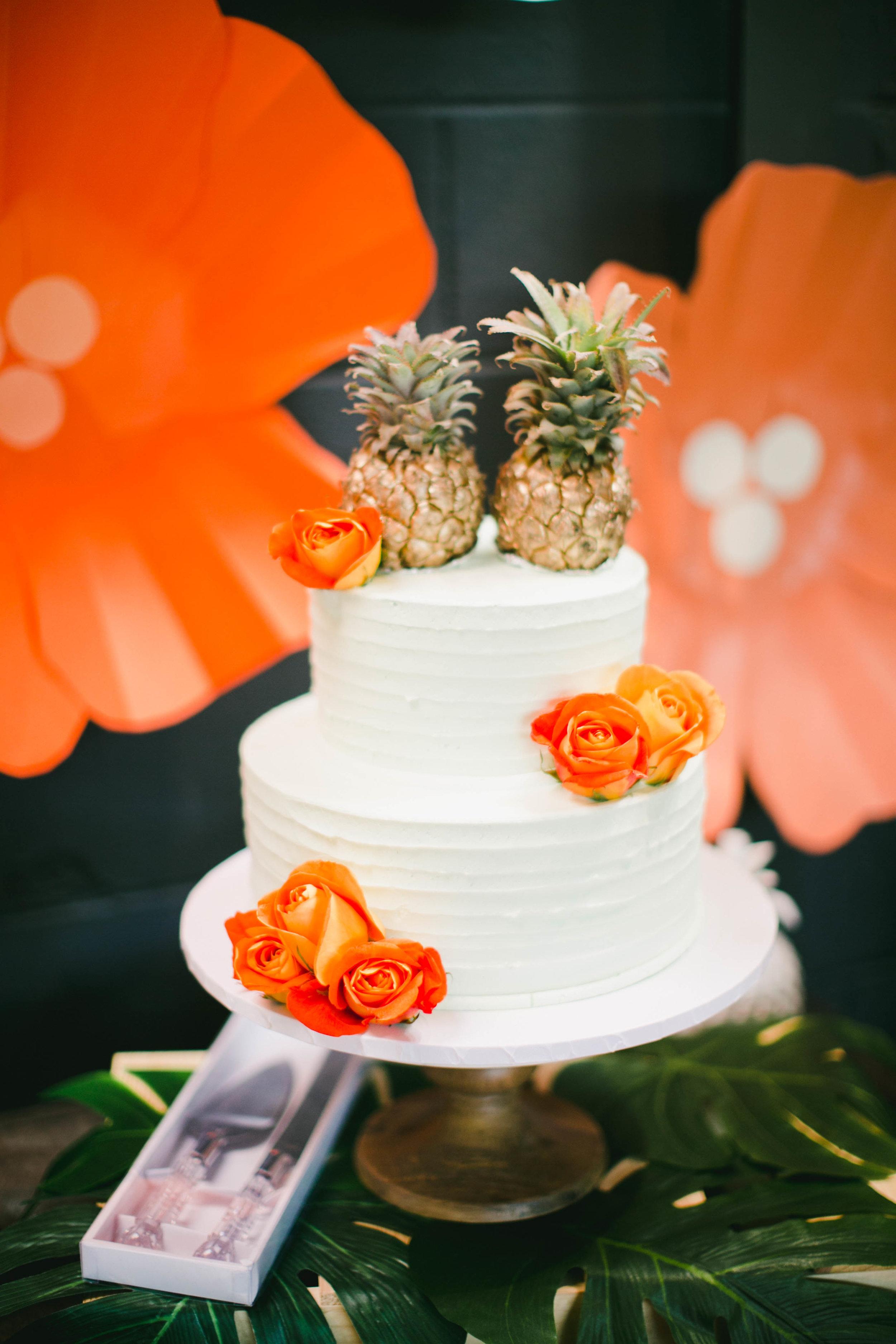 modern-tiki-wedding-cake.jpg