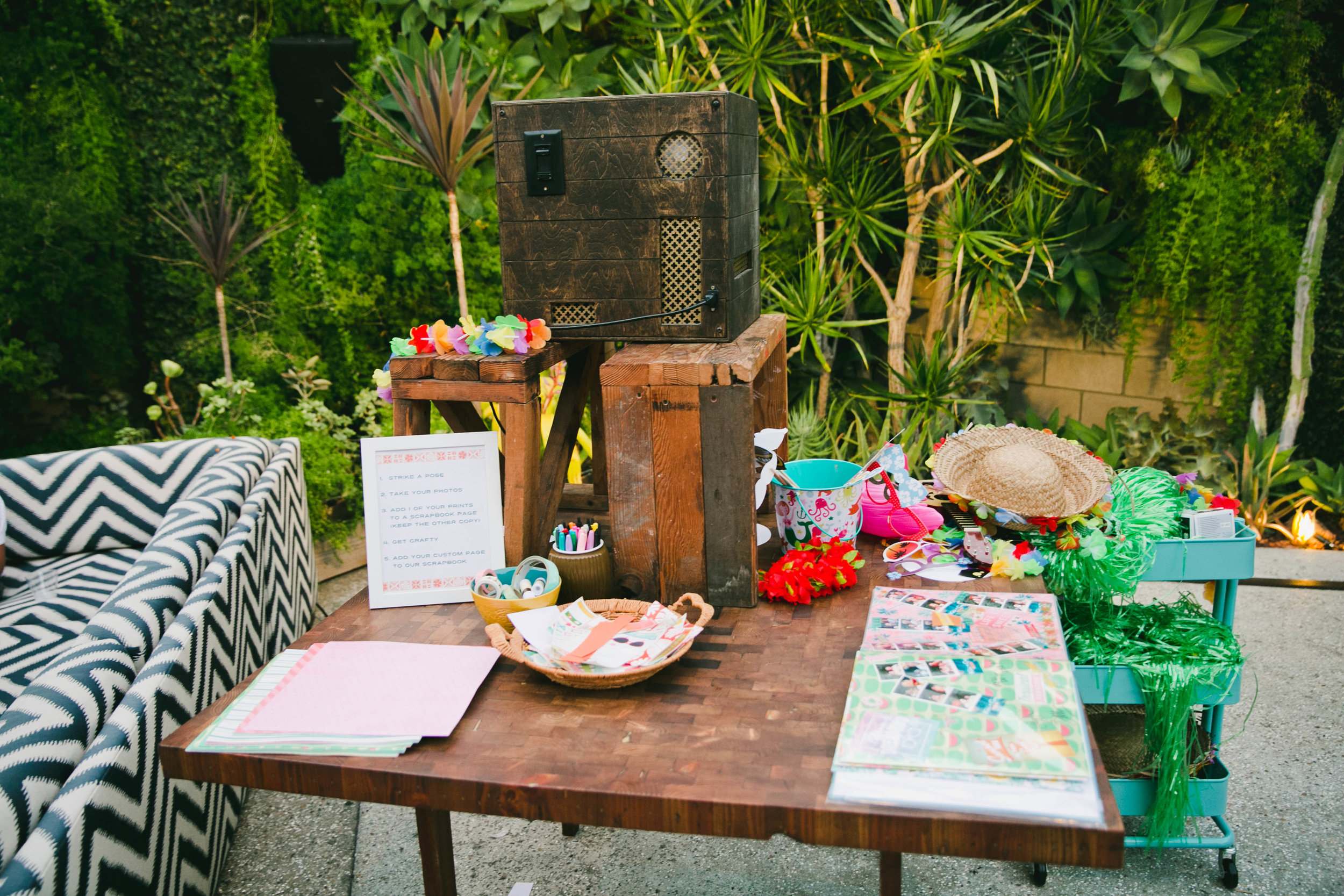 modern-tiki-wedding-photobooth.jpg
