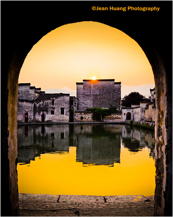 Sunset by the Moon Lake in Hongcun, China - ©Jean Huang Photography
