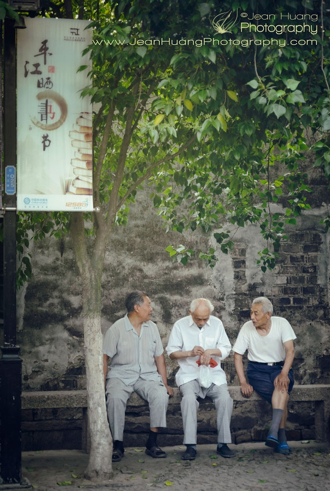 Seniors-Gathering-on-Pingjiang-Road-in-Suzhou-China-copyright-Jean-Huang-Photography