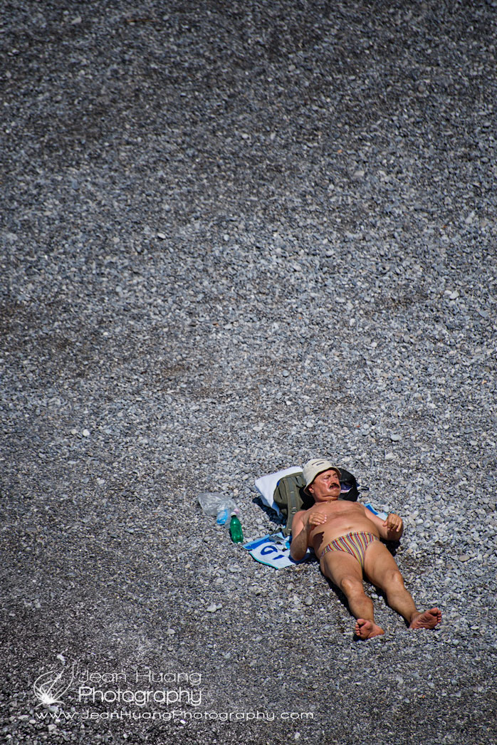 All-Equipped-Laying-on-the-Beach-Amalfi-Copyright-Jean-Huang-Photography