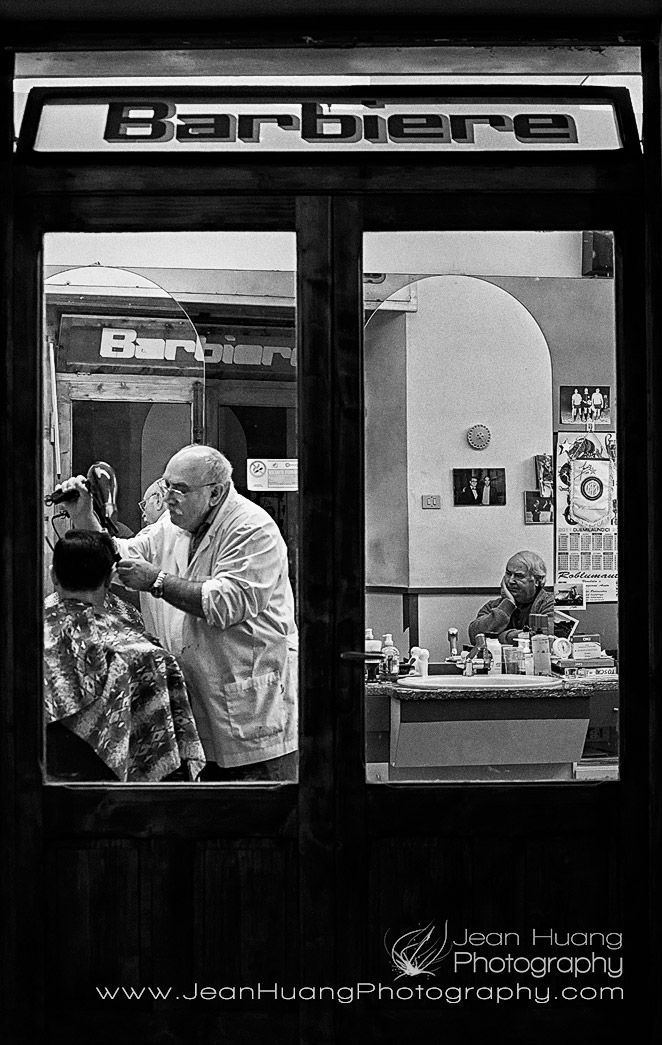 Barber-Shop-in-Rock-City-of-Pitigliano-Grosseto-Tuscany-Italy-Copyright-Jean-Huang-Photography