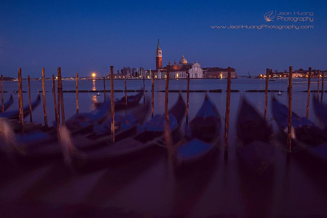Gondola-Rocking-the-Night-Venice-Italy-Copyright-Jean-Huang-Photography