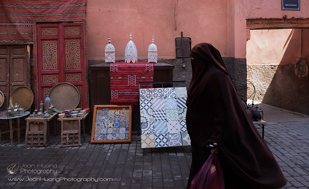 Woman-in-Souk-of-Marrakesh-Morocco-Copyright-Jean-Huang-Photography