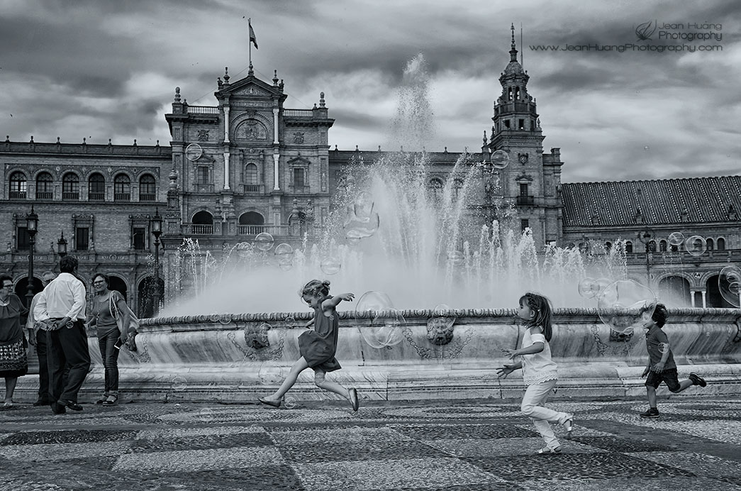 Bubble-Fun-Plaza-de-España-Sevilla-Spain-Copyright-Jean-Huang-Photography