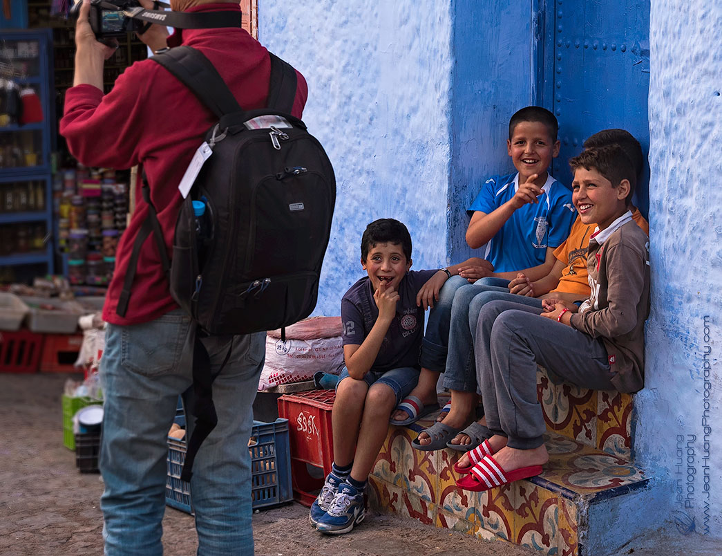 Children-Laughing-at-Tourist-Chefchaouen-Morocco-Copyright-Jean-Huang-Photography