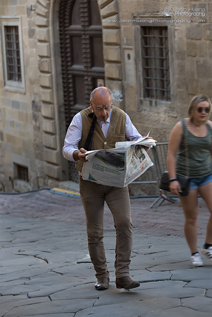 Old-Gentleman-Reading-Newspaper-in-the-Middle-of-Street-Arezzo-Italy-Copyright-Jean-Huang-Photography