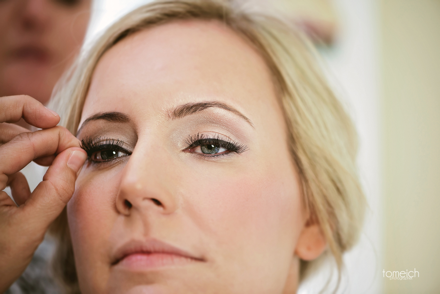 bride prep eyelashes