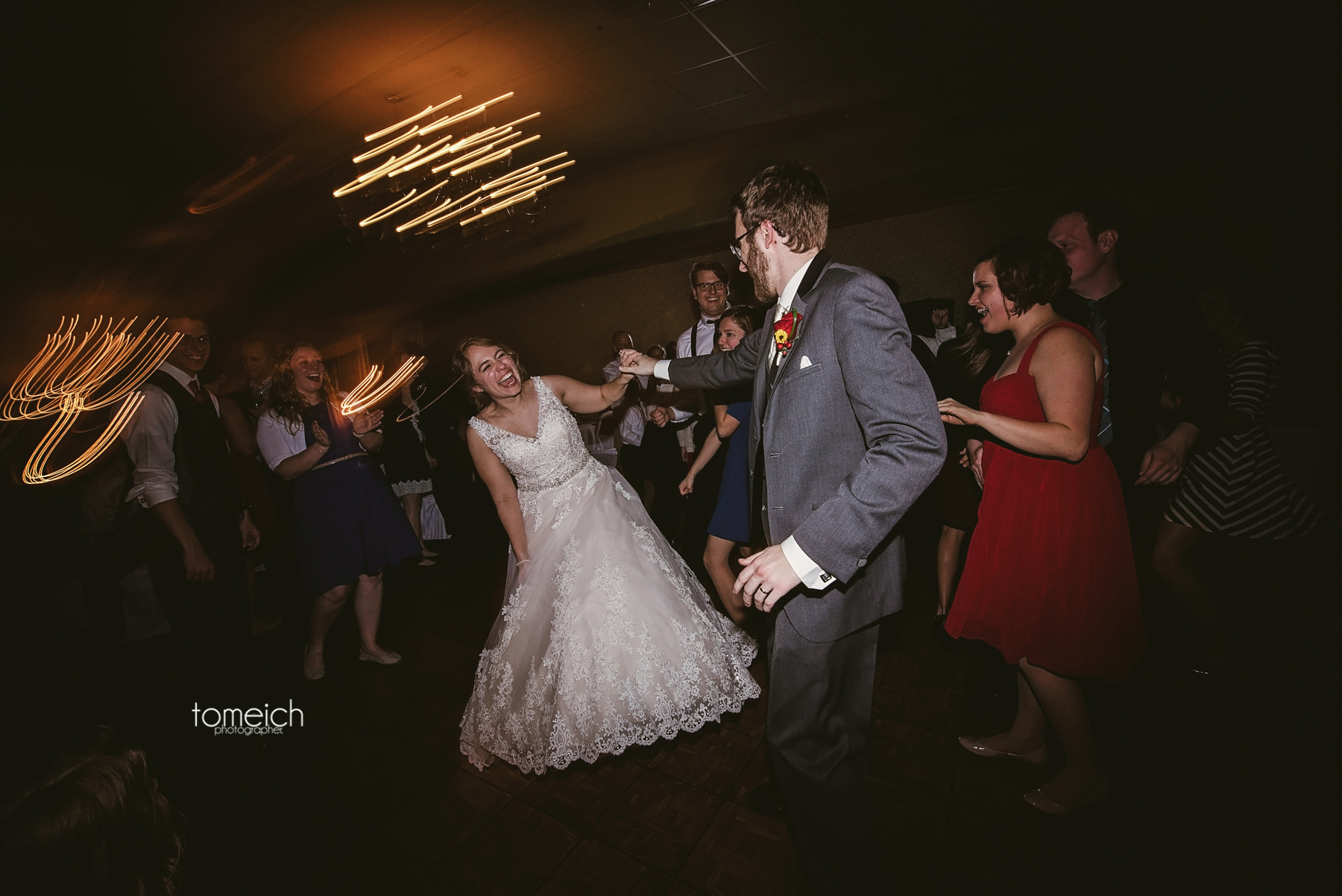 bride and grom on the dance floor