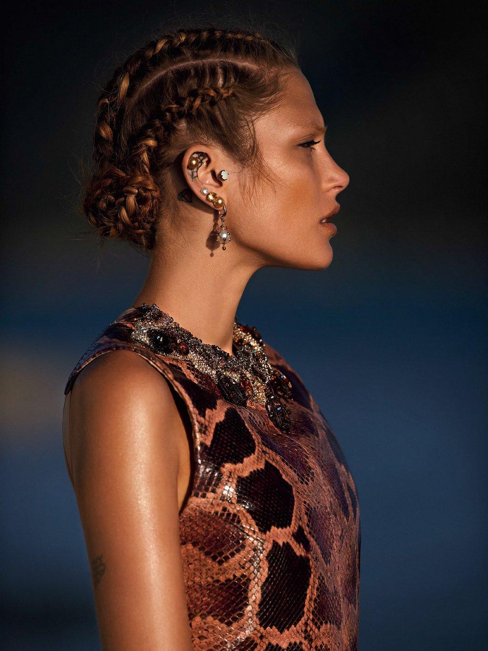 Catherine-McNeil-by-Gilles-Bensimon-for-Vogue-Australia-October-2014-5.jpg