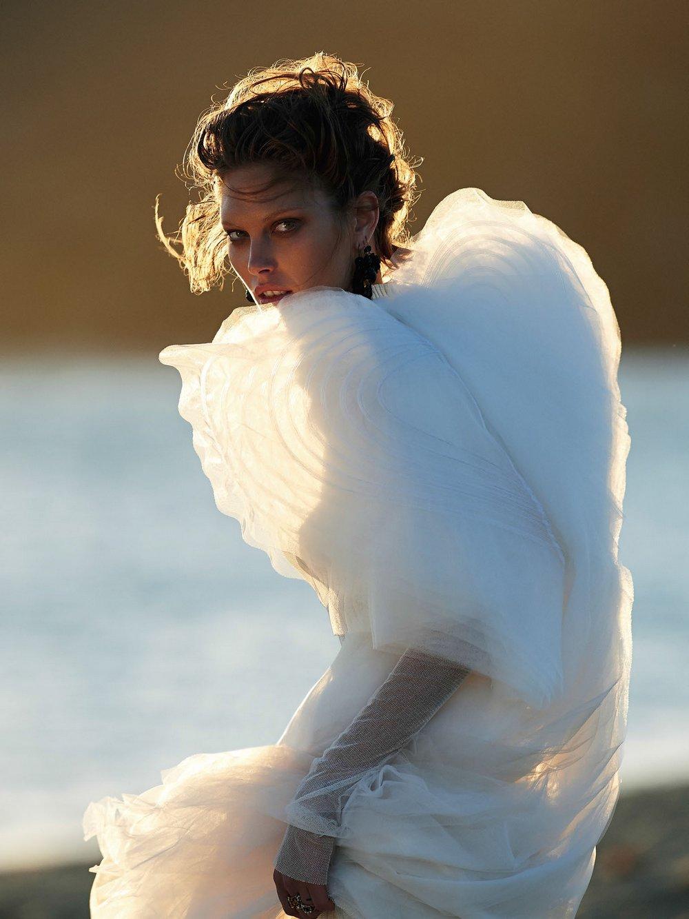 Catherine-McNeil-by-Gilles-Bensimon-for-Vogue-Australia-October-2014-12.jpg