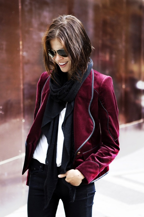 STREET-STYLE-VELVET-EMILY-WIESS-INTO-THE-GLOSS-WESTERN-INSPIRED-LINED-BURGUNDY-WINE-VELVET-BLAZER-SCARF-SKINNY-PANTS-WHITE-TEE-TSHIRT-AVIATORS-VIA-VOGUE-UK.jpg
