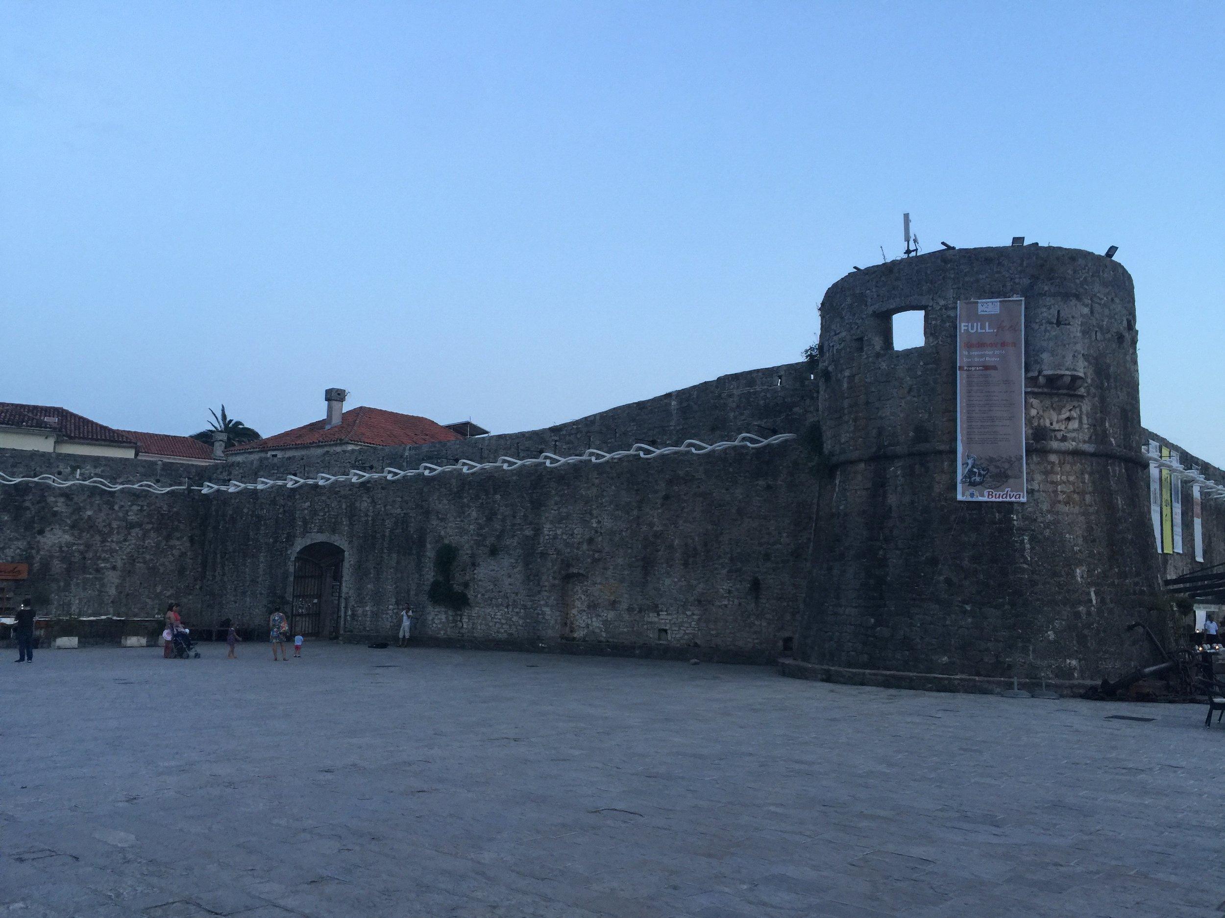 budva-travel-montenegro-ootd-fashion-blogger