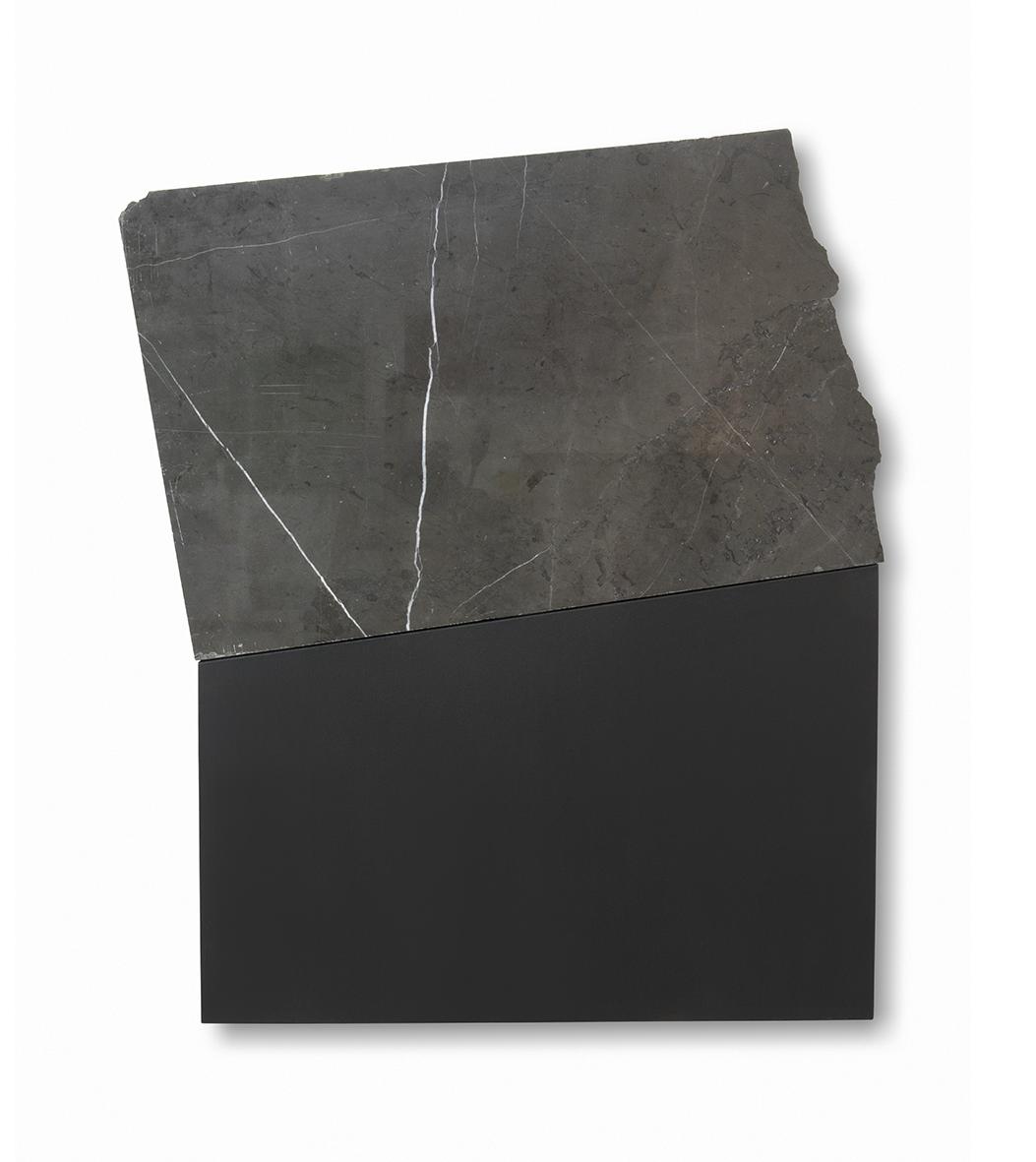 Fragmento grafito 2. 2019. Acrílico sobre lienzo y mármol. 89 x 70 cm