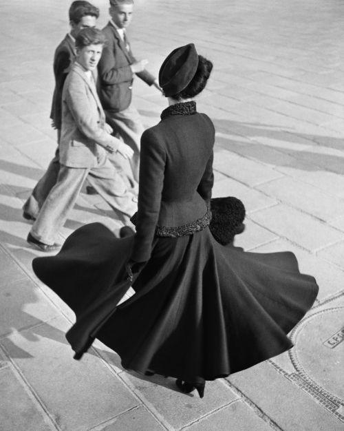 Renée, The New Look of Dior, Place de la Concorde, Paris, August 1947   Photograph: Richard Avedon © The Richard Avedon Foundation