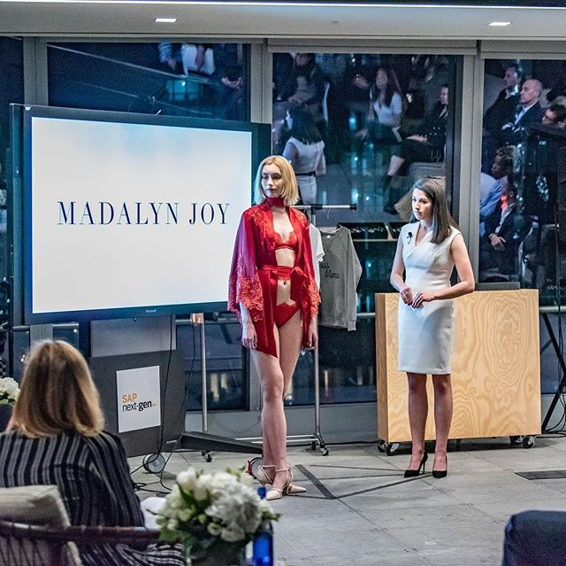 A couple final photos from the @fashionscholarshipfund pitch event just because it was such a fun and magical event! Top 5 finalists are announced later this month! 🤞🏼✨ #madalynjoydesigns #ymafsf