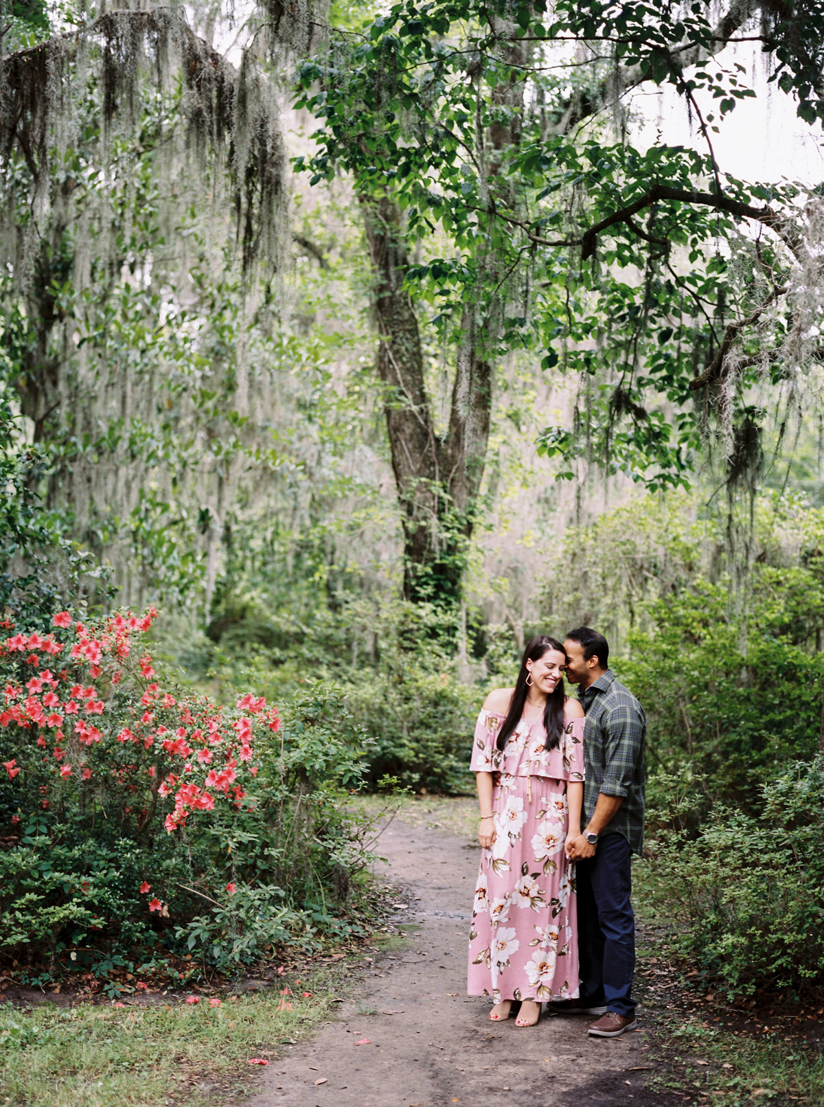 magnolia-plantation-charleston-engagement-005.jpg