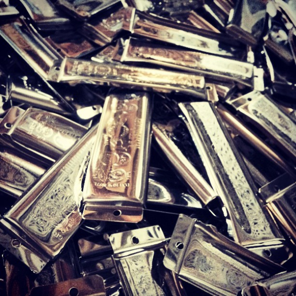 Look at all that #metal mixture of #harmonicas #harps #Hohner #happy #love #happyfriday #friyay #weekend #hohnermarineband #hohnergoldenmelody #harmonica #hohnerbluesharp #hohnermusic #musical #music #instagood #instamood #instadaily #instagramhub #playhohner #follow #like4like #iphonesia #igers #vscocam #TagsForLikes #throwback