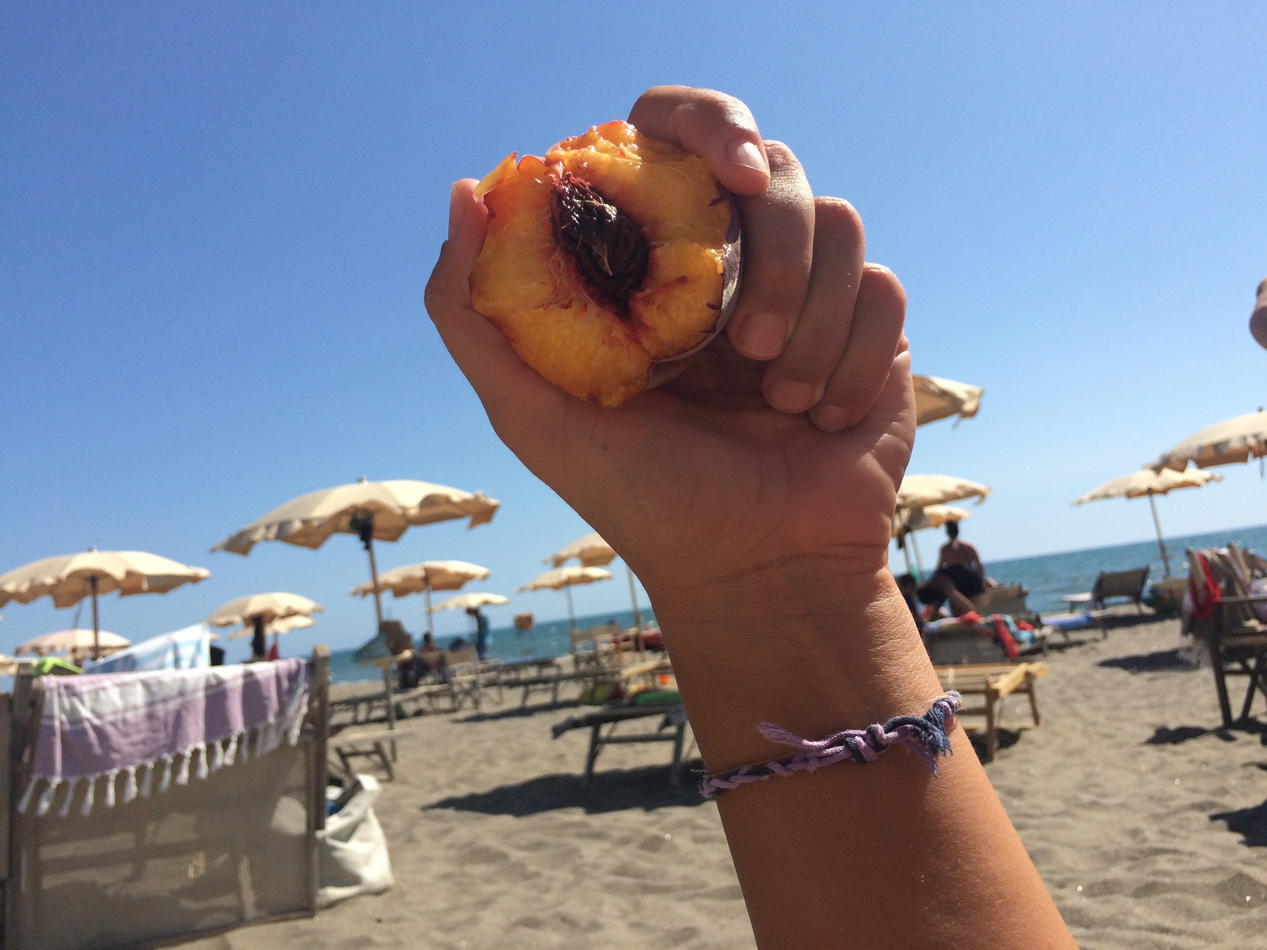l'ultima spiaggia: the last beach when you cross from Tuscany to Lazio in italy