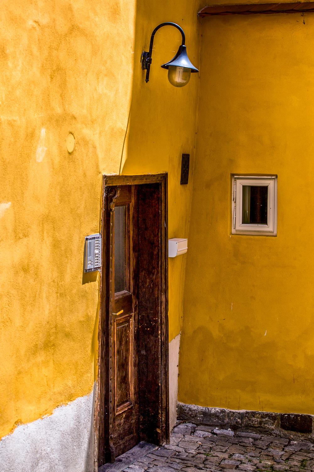 Yellow-Walls-Light-Doorway-Cesky-Krumlov.jpg