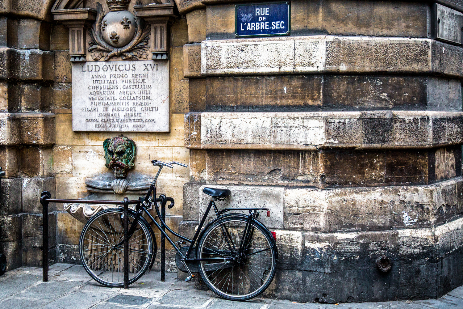 Bike-Small-Fountain-Old-Sign.jpg