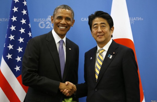U.S. President Barack Obama (L) shakes hands with Japanese Prime Minister Shinzo Abe at the G20 Summit in St. Petersburg, Russia, Sept. 5, 2013. (Reuters)