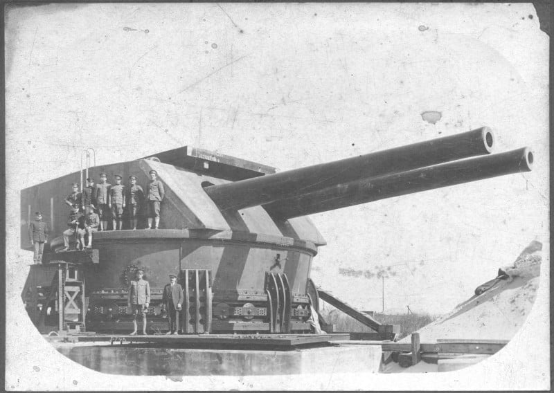 Twin 14 inch guns of the defenses at Fort Drum, Philippines (Courtesy Wikimedia Commons)