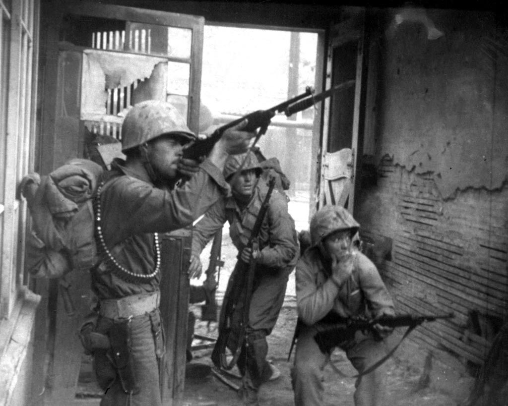 United Nations troops fighting in the streets of Seoul, Korea, Sept. 20, 1950. (Korean War Signal Corps Photograph Collection)