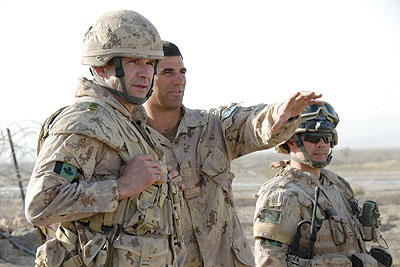 Lieutenant-General Michel Gautier, commander of the Canadian Expeditionary Force Command (CEFCOM), receives a briefing at Forward Operations Base (FOB) Masum Gar in Afghanistan, 14 March 2008.